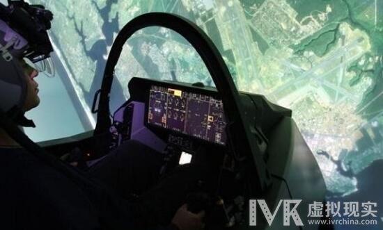 """美国空军飞行员利用VR驾驶最新""""F35闪电II""""五代战机"""