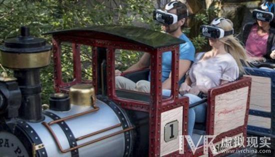 在游乐场玩点新鲜的 先戴上虚拟现实头显再坐过山车